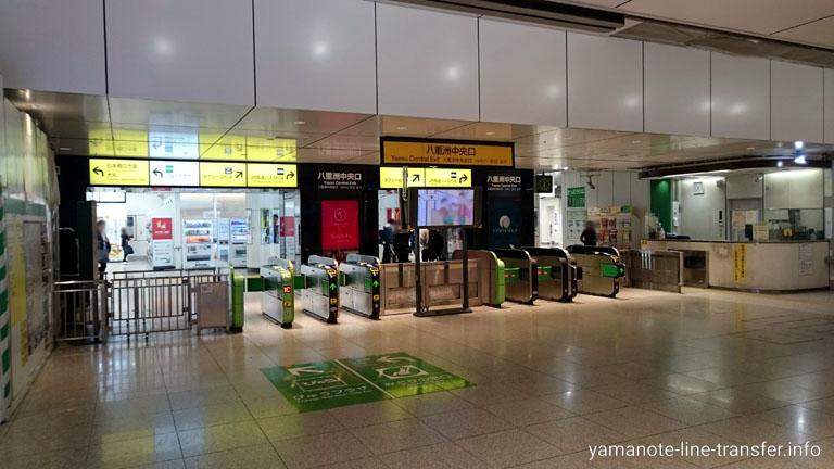 東京駅 八重洲中央口改札の写真