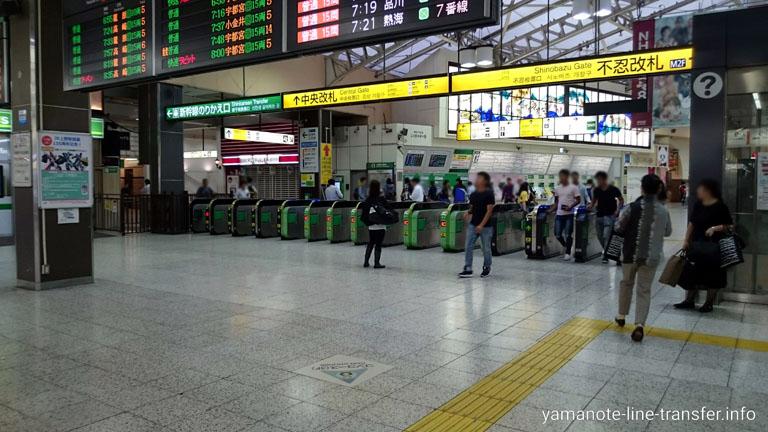 上野駅 中央改札の写真