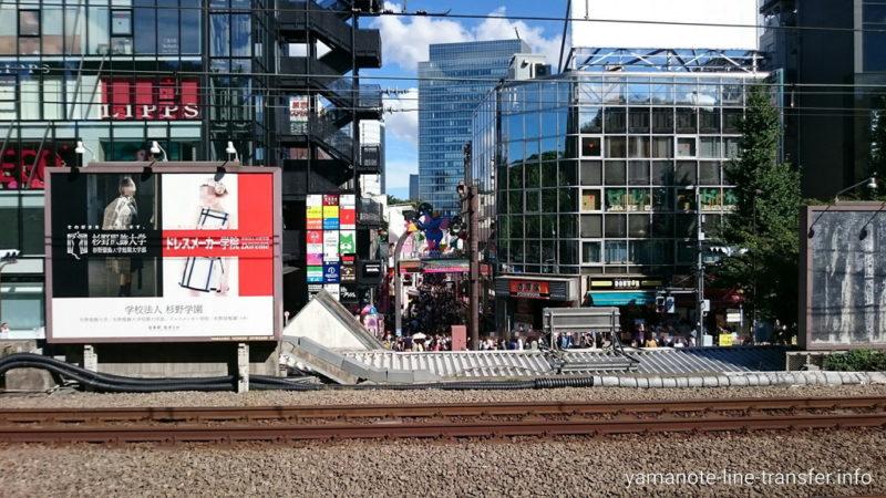 原宿駅 ホームから見た山下通り